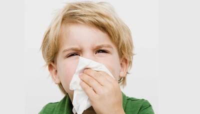Приступ сухого кашля у ребенка