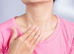 белый налет на горле без температуры