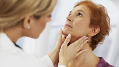 Женщина на приеме у врача-эндокринолога