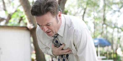 Мужчина болен хроническим бронхитом