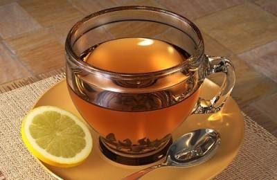 Горячий чай с лимоном при лечении ОРВИ