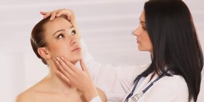 Девушка на осмотре врача