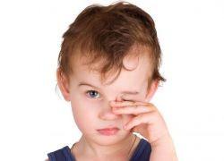 от чего гноятся глаза у ребенка