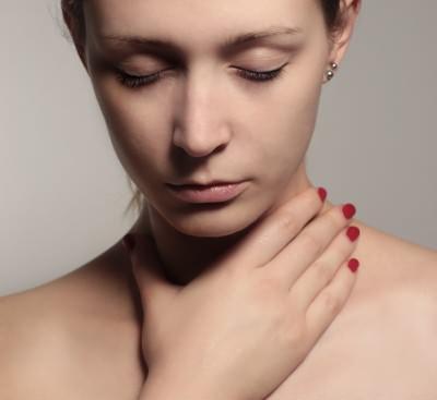 Тонзиллит можно лечить с помощью прополиса
