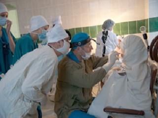 Как проводят операцию по полному удалению нёбных миндалин (тонзиллэктомию)