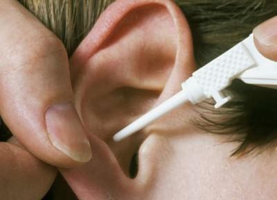 Пример правильного закапывания уха при отите
