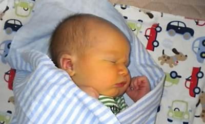 кашель у грудничков по физиологической причинетабачный дым вызывает кашель у ребёнка