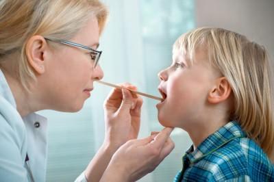 антибиотик при боли в горле у ребенка