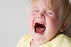 Капризность - симптом пневмонии у ребенка