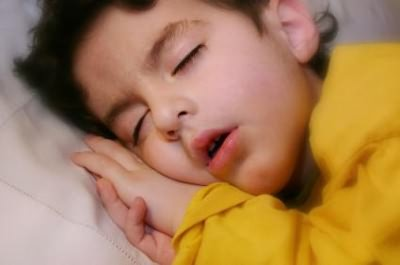 Ребенок во сне покашливает