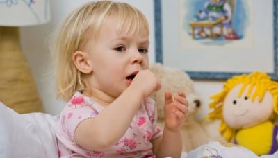 У маленького ребенка приступ кашля