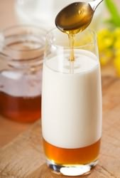 Мед с молоком при кашле