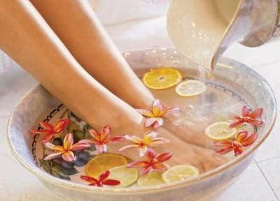 Парить ноги - полезная процедура при кашле