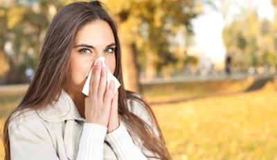 Девушка с признаками простуды