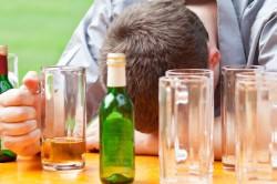 Злоупотребление алкогольными напитками - причина пневмонии