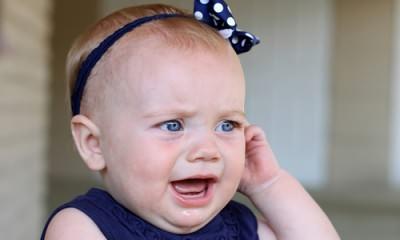 Боль в ухе у малыша