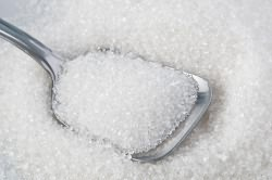 Добавление сахарного песка в лечебный напиток