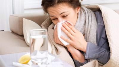 У девушки проявились первые признаки простуды