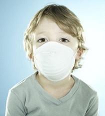 Ребенок в медицинской маске