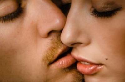 Герпес передается через поцелуй