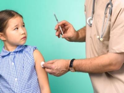 Почему после прививки нельзя купать ребенка