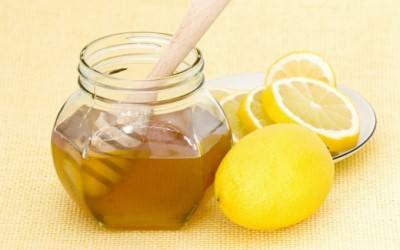 Мед и лимоны при вечернем кашле