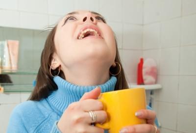 Чем полоскать горло при кашле