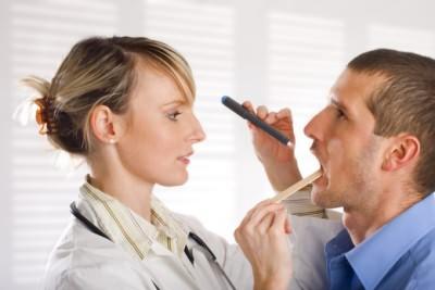 Осмотр врача при простуде