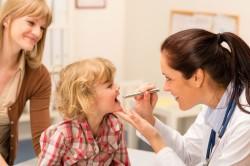 Осмотр педиатра после прививки