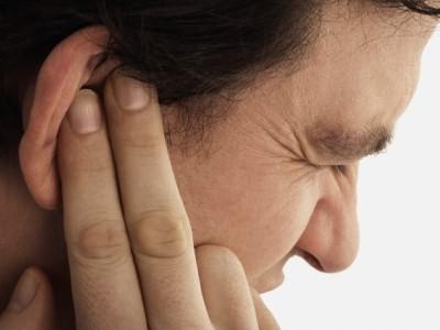 Один из симптомов острого наружного диффузного отита – сильнейшая боль