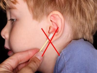 Чтобы уши были здоровыми, их нужно чистить правильно