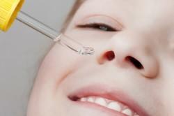 Закапывание капли в нос ребенку