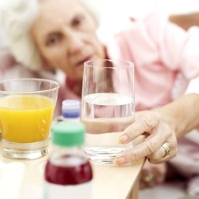 При желудочном гриппе газированная вода - не лучший выбор